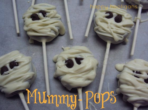 halloween treats - mummy pops