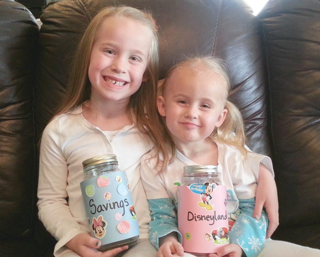 disneyland-jars-with-girls