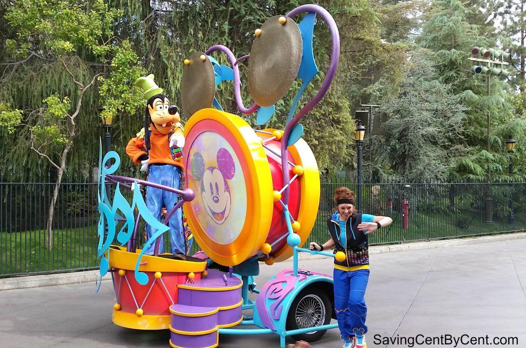 mickeys-soundsational-parade