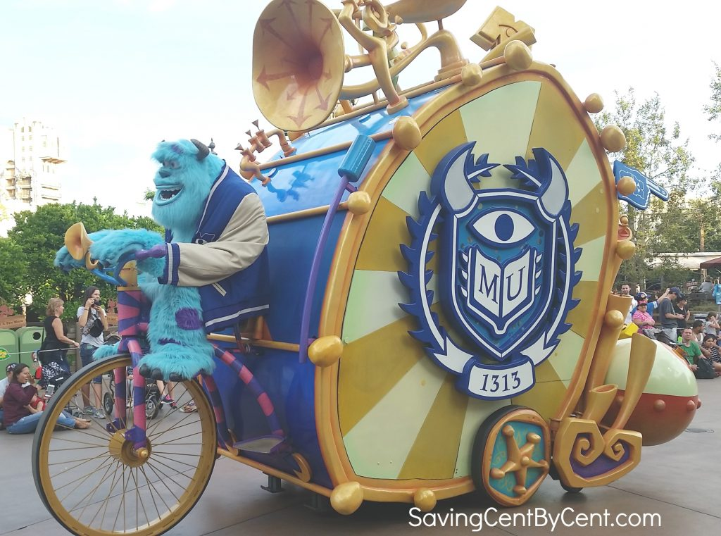 pixar-parade-with-sulley