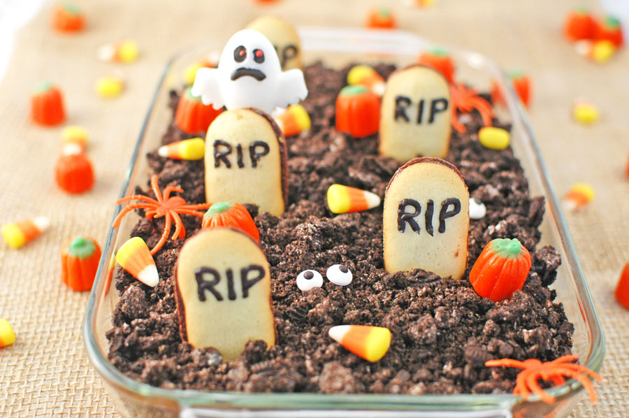Graveyard Chocolate Cheesecake Dip