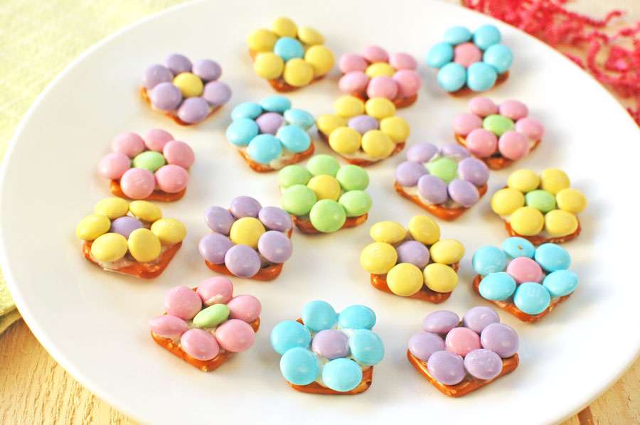 Flower Pretzel Bites on a plate