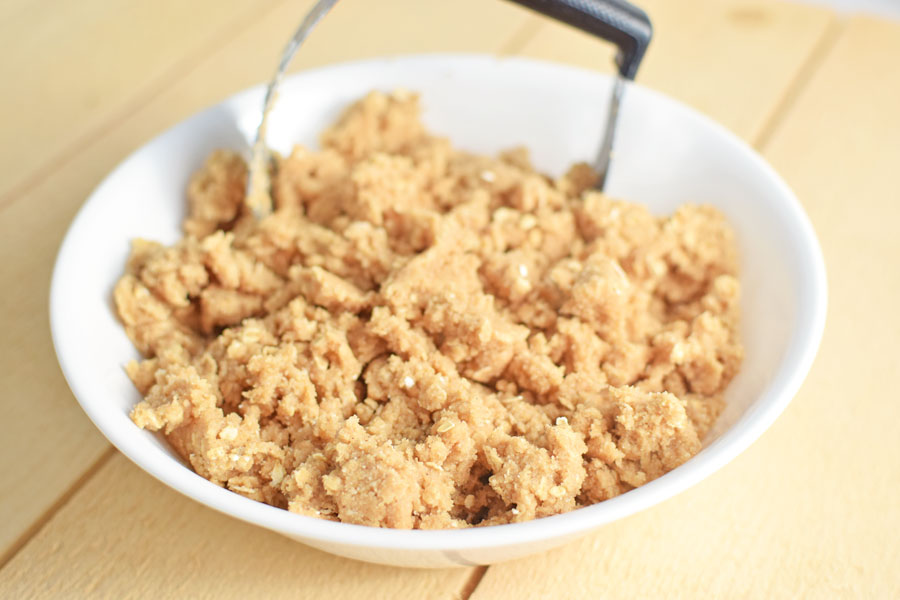 Apple crisp recipe with oats and melted butter